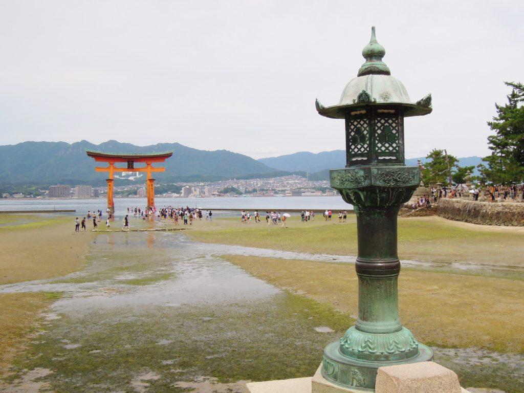 Il Santuario di Itsukushima con la bassa marea
