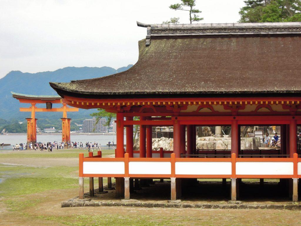 Torii e padiglione principale di Itsukushima