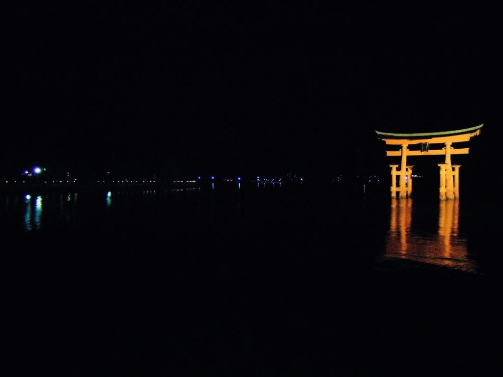Il torii illuminato dal chiaro di luna