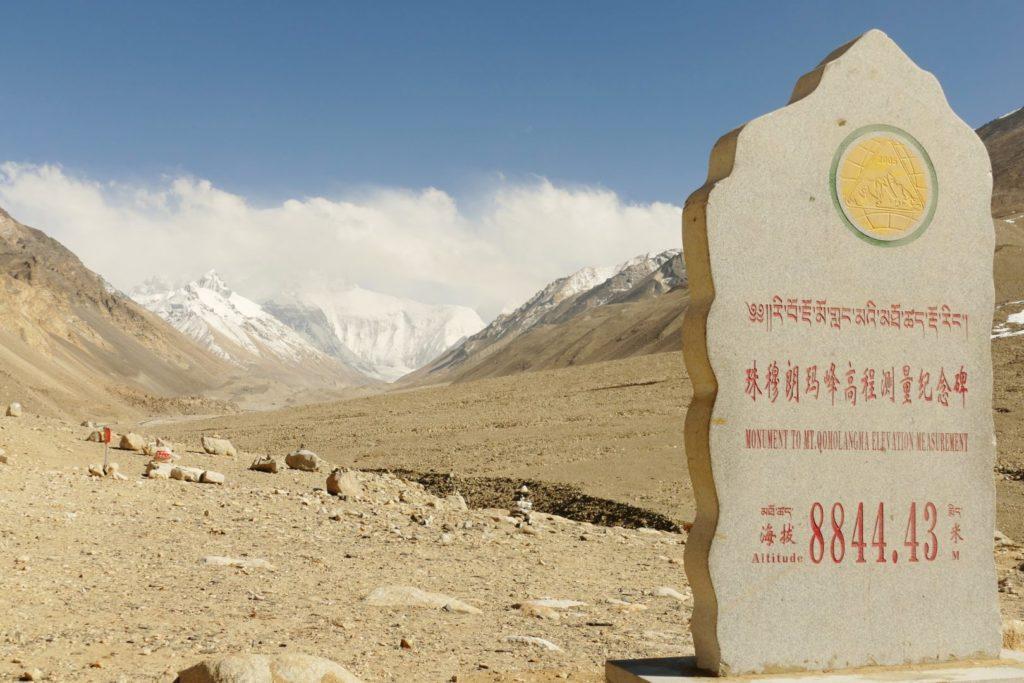 8.844 è l'altezza segnata al Campo Base dell'Everest dal lato tibetano