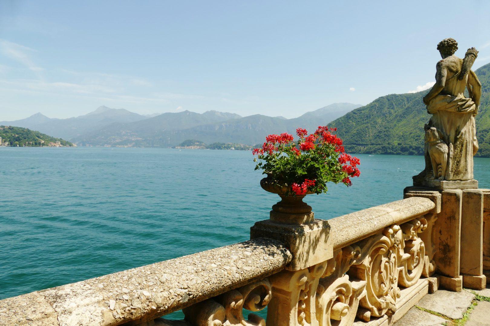 La terrazza panoramica di Villa del Balbianello affacciata sul Lago di Como