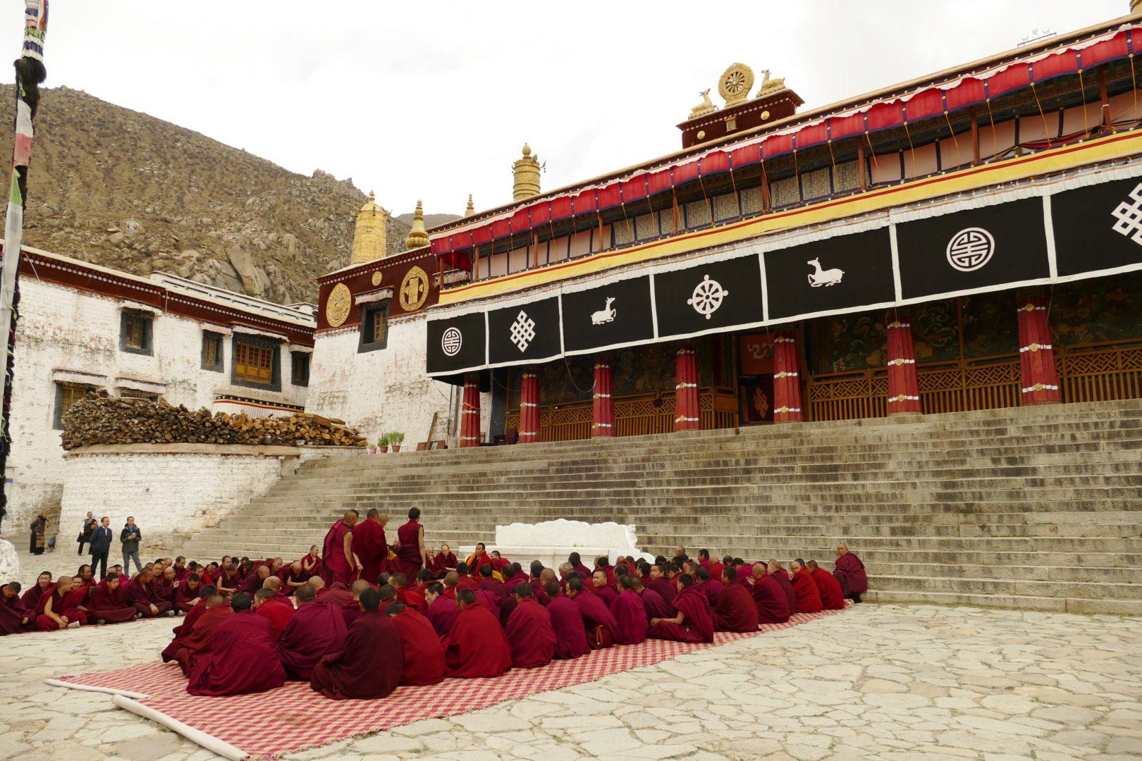 Monaci riuniti al Monastero di Drepung