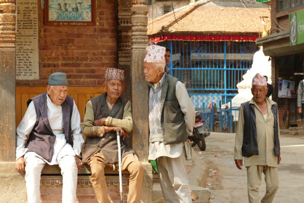Chiacchere tra uomini nepalesi