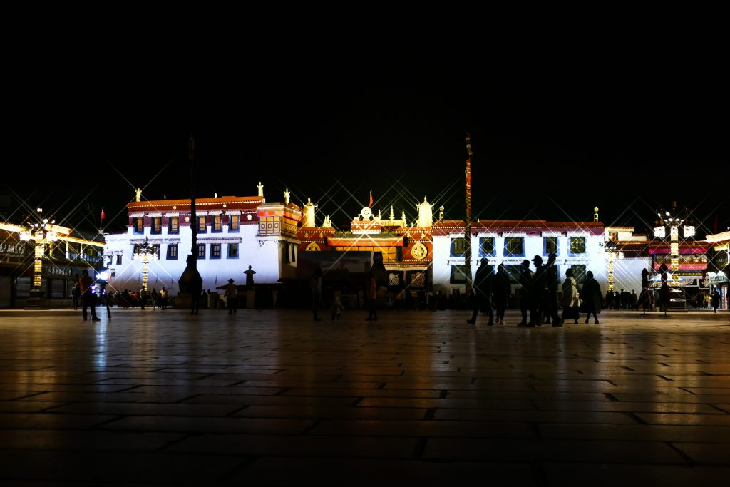 Bakthor Square di sera