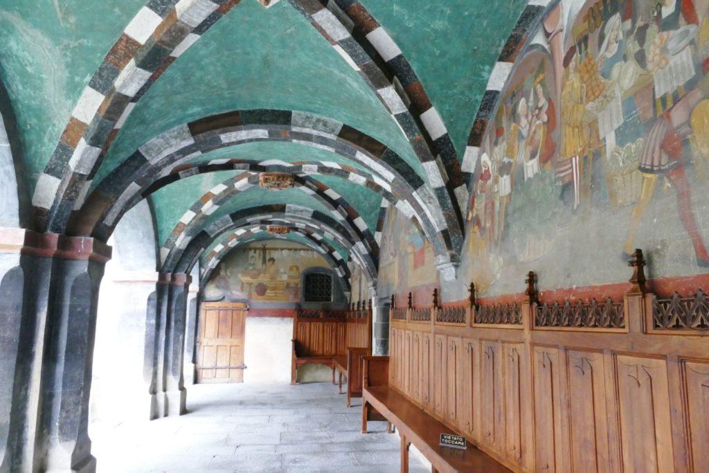 Il portico decorato del Castello di Issogne