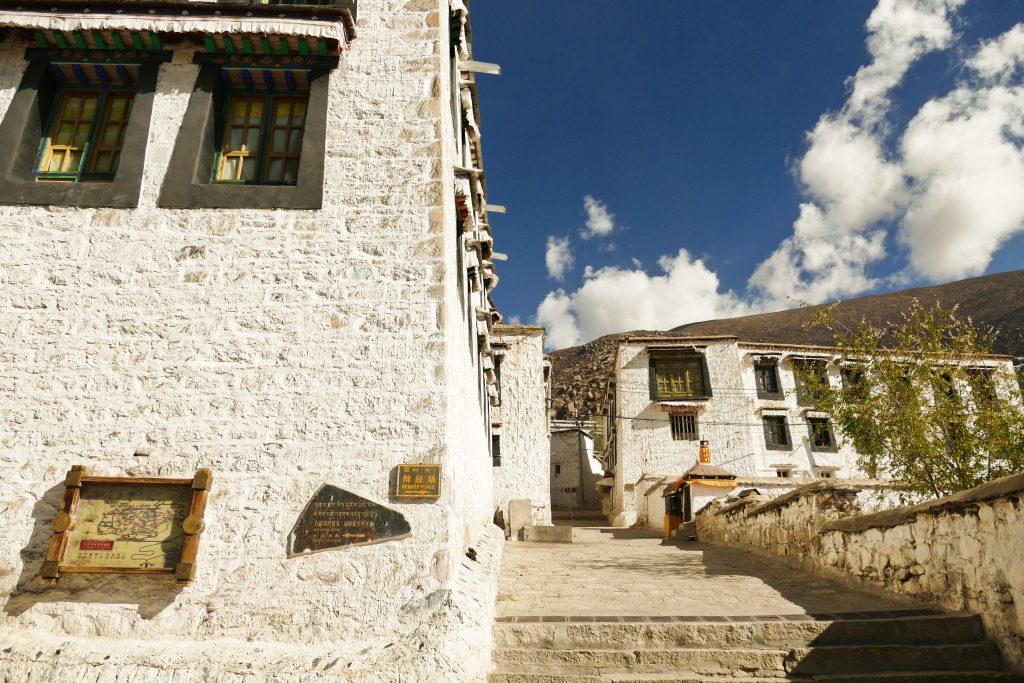 L'ingresso del monastero di Drepung