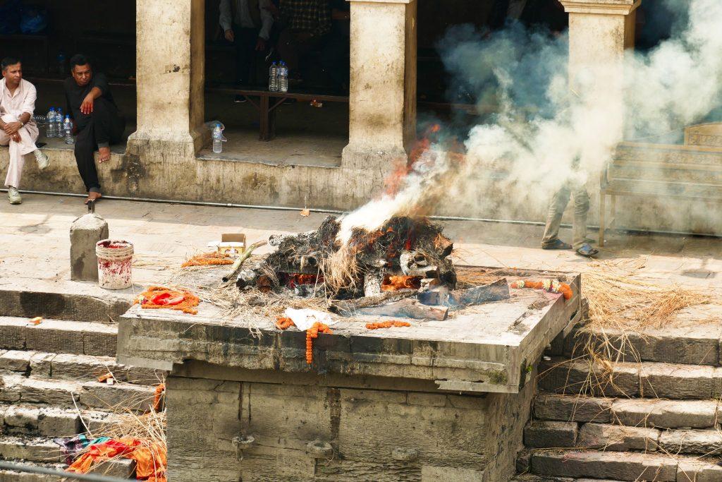 Cremazioni funerarie al tempio