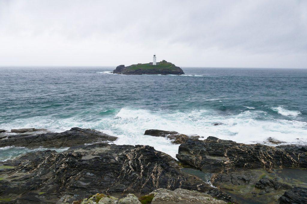 Vista del Faro di Godrevy dalla spiaggia