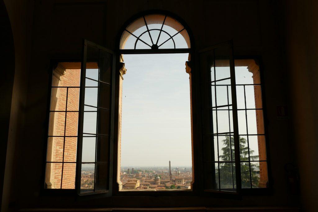 L'effetto cannocchiale sulla Torre degli Asinelli da San Michele in Bosco