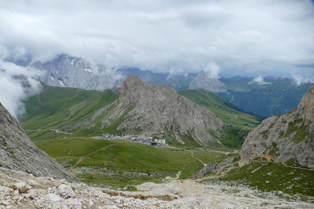 Panorama sul Passo Pordoi dalla Forcella