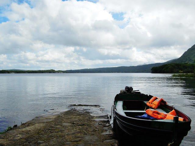 Una barca adagiata in uno dei tanti laghi del Killarney National Park