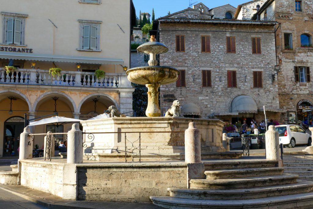 La Fontana dei Leoni ad Assisi